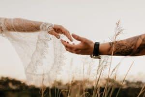 amarração amorosa mãos unidas em casamento