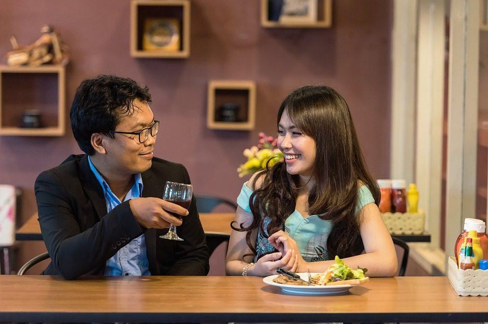 como-voltar-com-o-ex-casal-jantando-7433907-9021494