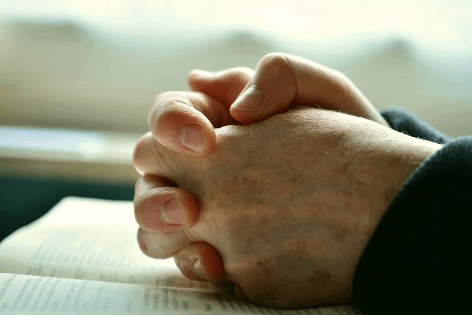 espiritualista orando