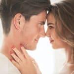 Como saber se alguém se sente atraído por mim: truques e segredos revelados!